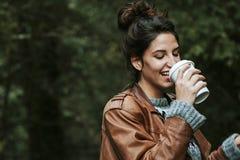 女孩coffe饮料 免版税图库摄影