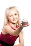 女孩givng蛋糕 库存照片