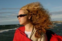 女孩glases风雨如磐的星期日 图库摄影