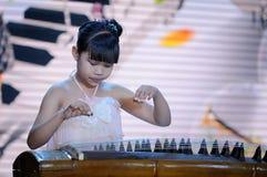 女孩guzheng作用 库存图片