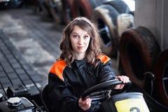 女孩karting的竟赛者 免版税库存图片