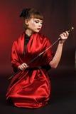 女孩katana和服红色 免版税图库摄影
