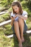 女孩MP3播放器少年使用 免版税图库摄影
