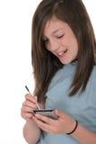 女孩pda前青少年使用年轻人 免版税库存照片