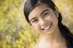 女孩portait微笑的年轻人 库存照片