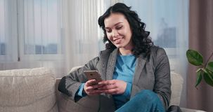 女实业家传讯移动电话文本 股票视频