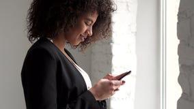女实业家传讯移动电话文本 股票录像