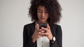 女实业家传讯移动电话文本 影视素材