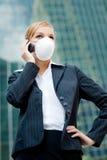 女实业家佩带的屏蔽 免版税库存图片