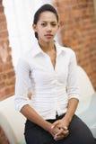 女实业家办公室坐的空间 免版税库存照片