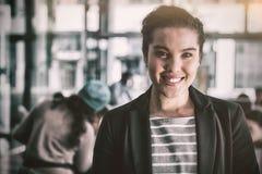 女实业家办公室微笑的突出 库存照片