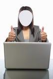女实业家匿名的膝上型计算机 图库摄影