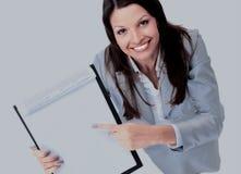 女实业家合同查出在显示空白年轻人 免版税库存图片