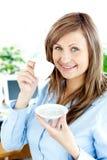 女实业家咖啡确信的饮用的年轻人 免版税库存图片