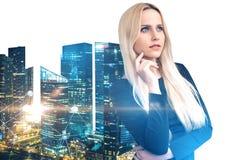 女实业家在夜城市,在白色的网络 库存图片