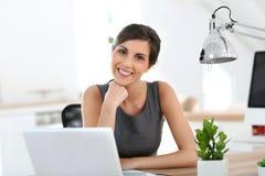 女实业家在工作 免版税库存图片