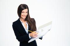 女实业家在文件夹的文字笔记 免版税库存照片