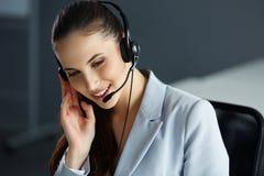 女实业家她的办公室 电话中心操作员 图库摄影