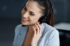 女实业家她的办公室 电话中心操作员 免版税库存图片