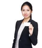 女实业家展示名片 免版税库存图片