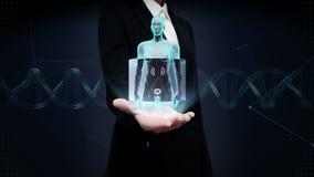 女实业家开放棕榈,在女性身体的扫描的肾脏 X-射线视图 影视素材
