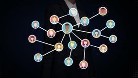女实业家开放棕榈,连接的人民,企业网络 社会媒体服务 全球的通信 库存例证