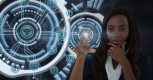 女实业家感人的未来派接口 免版税库存图片