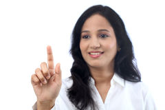 年轻女实业家感人的虚屏 免版税库存图片