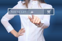女实业家按增加到在虚屏上的推车按钮 库存照片