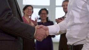 女实业家掌声在办公室 股票录像