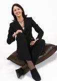 女实业家放松的坐 免版税库存图片