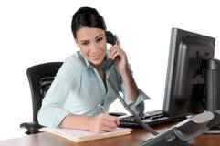 女实业家查出的电话年轻人 图库摄影
