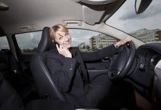 女实业家汽车她 免版税图库摄影