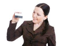 女实业家看板卡在白色的赊帐藏品 免版税库存图片
