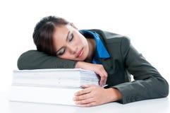 女实业家睡着在文件 库存图片