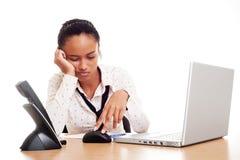 女实业家穿上t想要工作年轻人 库存照片