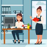 女实业家站立在她的下级和做笔记的,有桌的办公室工作场所和书橱,传染媒介 向量例证