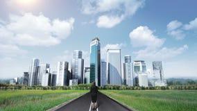 女实业家站立在高途中的,路 修造大厦 做都市风景 向量例证