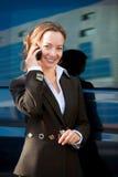 女实业家联系的电话 库存图片