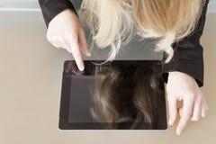 女实业家触板个人计算机 库存照片