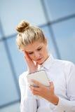 女实业家计算机片剂使用 免版税库存照片