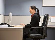 女实业家计算机键入 免版税库存图片