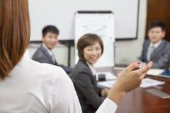 女实业家讲话在会议上 免版税库存图片