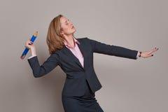 女实业家铅笔投掷 免版税库存图片