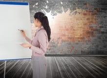 女实业家绘画的综合图象在画架的 库存照片