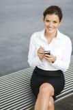 女实业家palmtop使用 免版税库存图片