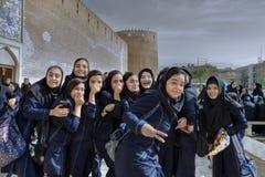 女小学生临近中世纪堡垒卡里姆汗,设拉子,红外线Arg  图库摄影