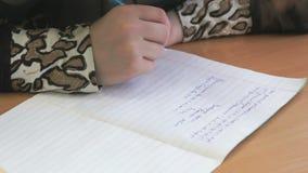 女小学生在与笔的习字簿写文本 影视素材