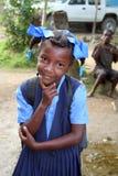 年轻女小学生在农村海地 免版税库存照片