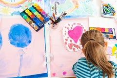 女小学生绘画 图库摄影